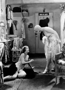 """Anita Page y Bessie Love en un fotograma de """"Broadway Melody"""""""