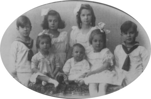 Los niños de la familia von Trapp en la primera fotografía que se conserva de ellos, 1921-1922