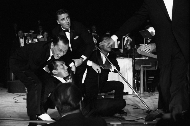 Frank Sinatra, Dean Martin, Peter Lawford y Sammy Davis Jr. en el Sands Summit de Las Vegas –donde nació The Rat Pack– en 1960