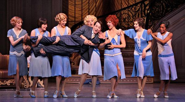 """Un momento de la representación en Broadway de """"Nice Work If You Can Get It"""""""