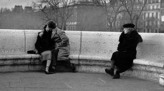 """París 1950: """"Le baiser du Pont Neuf"""", fotografía de Robert Doisneau"""
