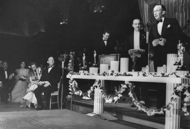 Un momento de la ceremonia de entrega de los premios Oscar de 1941