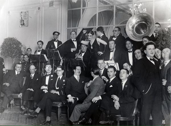 Francisco Alonso con autores de Las Leandras