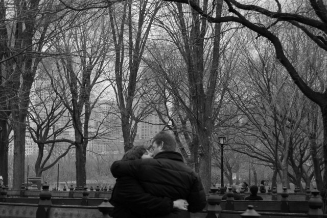 kissing-in-central-park