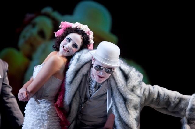 """Un momento de la representación de """"La ópera de cuatro cuartos"""" por la compañía del Malthouse Theatre (Melbourne, Australia) en 2011"""