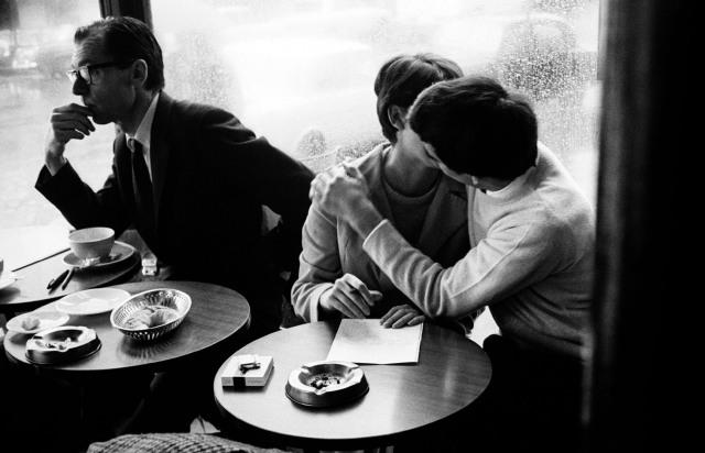 """""""Amoureux de Paris"""" (década de 1960). Fotografía de Leon Herschtritt"""