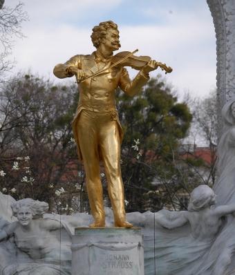 Monumento a Johann Strauss en el Stadtpark de Viena, realizo por Edmund Hellmer en 1921