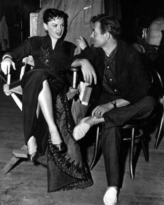 "Judy Garland y James Mason durante el rodaje de ""A Star is Born"""