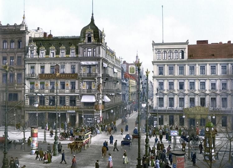Unter der Linden a la altura del famoso Café Bauer (1900)