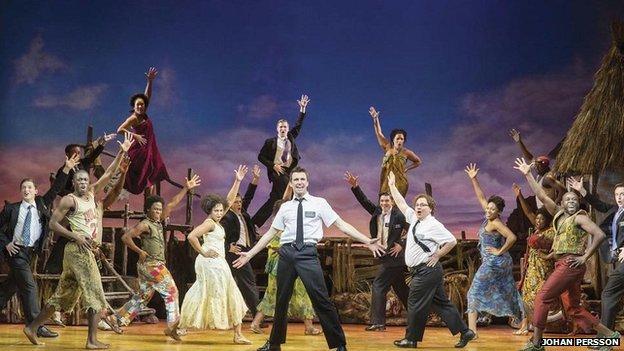 """Un momento de la representación en el West End del musical """"The Book of Mormon"""", el gran triunfador de esta edición."""