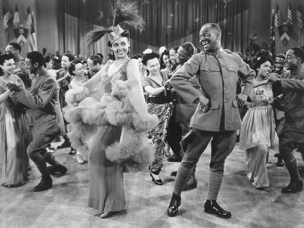 """Lena Horne y Bill Bojangles Robinson bailan el cakewalk en """"Stormy Weather"""""""