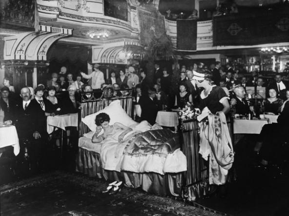 Una actuación en un restaurante de Berlín alrededor de 1925. / Getty Images