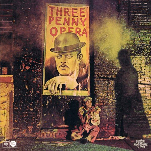 """Carátula del álbum con la música de """"La ópera de cuatro cuartos"""" en la producción de 1976 del New York Shakespeare Festival (el cartel es de Paul Davis)"""