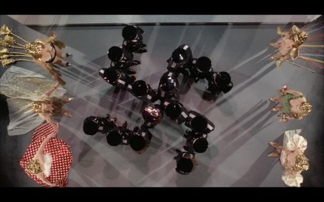 """Fotograma del número """"Primavera para Hitler"""" en la versión cinematográfica de """"Los productores"""" de 1968."""