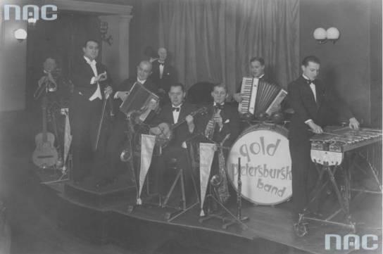 Artur Gold (segundo por la izquierda) y su banda de jazz en 1930.