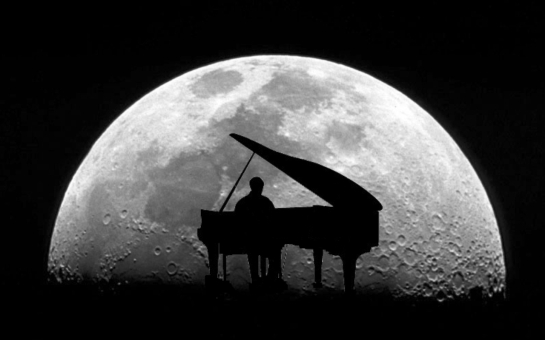 piano-in-the-moonlight