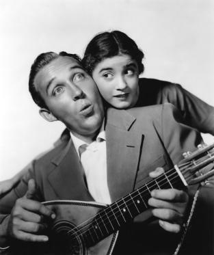 """Bing Crosby y Edith Fellows durante el rodaje de """"Pennies from Heaven"""" (1936)"""
