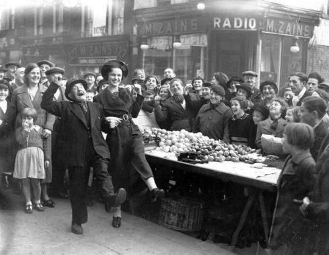 Bailando el Lambeth Walk. Lambeth 1938.
