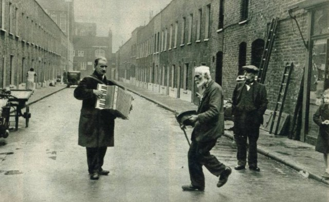 Esquina de la calle Wake con Lambeth Walk (1938)