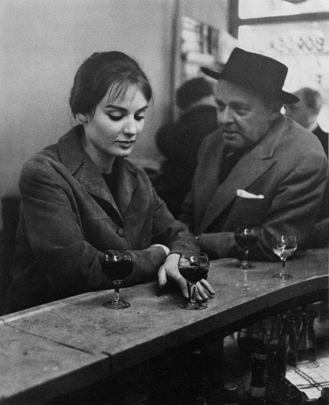 En el Café Chez Fraysse. Rue de Seine, Paris, 1958. Fotografía de Robert Doisneau.