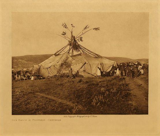 """""""Danza del sol"""" (cheyenes del norte). Fotografía de Edward Curtis (1908)"""