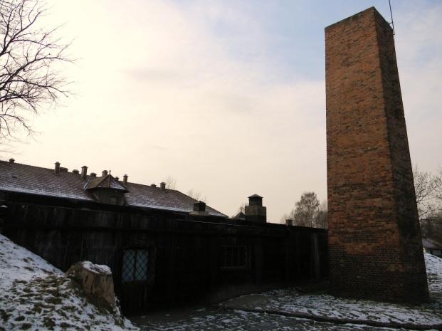 Chimenea que se conserva de uno de los crematorios de Auschwitz.