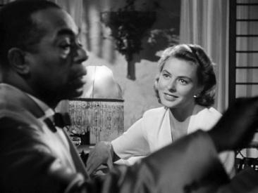 """Fotograma de la famosa secuencia de """"Casablanca"""" en la que Dooley Wilson interpreta """"As Time Goes By""""."""