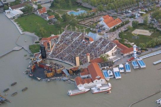 El privilegiado entorno que acoge el escenario en que se representan las producciones del Festival de Mörbisch.