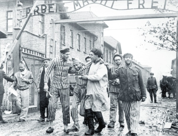 Supervivientes de Auschwitz tras su liberación.