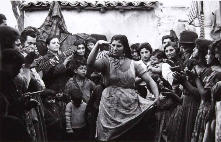 """""""Juerga gitana en Montjuic"""" (1963), de Colita (Isabel Steva Hernández) ©"""