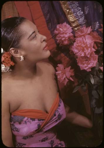 Billie Holiday retratada por el escritor y fotógrafo Carl Van Vechten en 1949.
