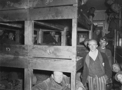 Unos de los barracones el día de la liberación.