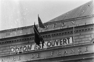 Le théâtre de l'Odéon, occupé par des étudiants et des artistes en mai 1968