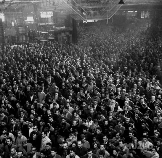 Asamblea de los trabajadores de la factoría de Renault de Boulogne Billancourt (14 de mayo).
