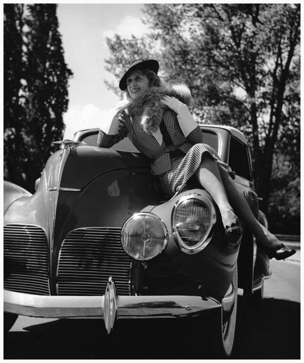 Mistinguett en el Bois de Boulogne (1938). Fotografía: Roger Schall.