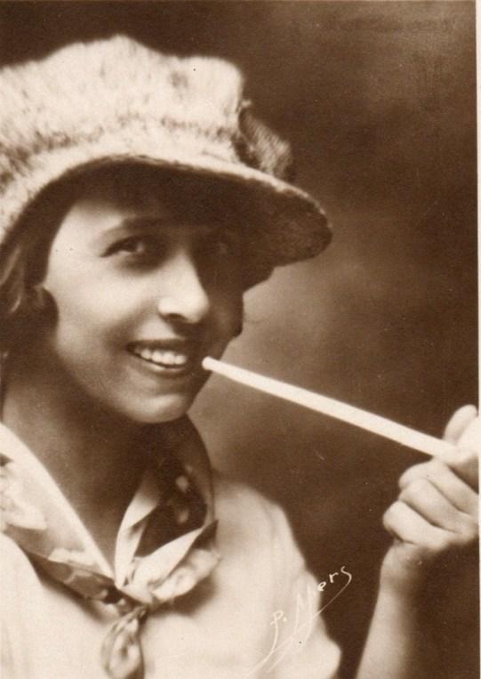 Mistinguett a mediados de los años 20. Fotografía: P. Apers.