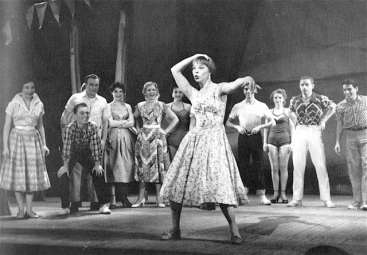 "Shirley MacLaine en ""The Pajama Game""."