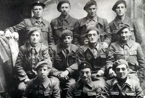 Brigadistas del batallón La Marsellesa en Albacete (s. f.). / Fotografía de Luis Escobar. Centro de Estudios y Documentación de las Brigadas Internacionales de Albacete.