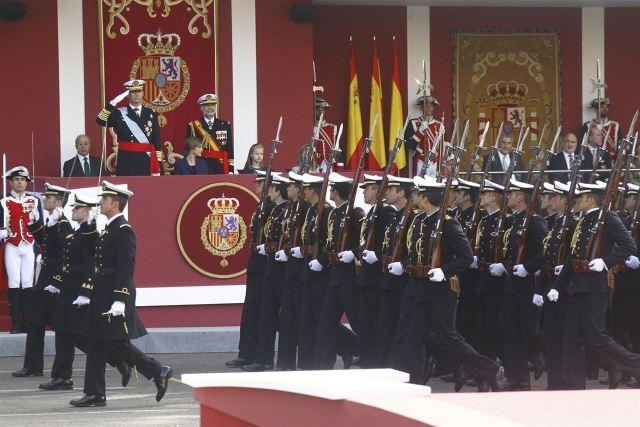 Un momento del desfile militar celebrado ayer en Madrid con motivo de la Fiesta Nacional de España. / Europa Press.