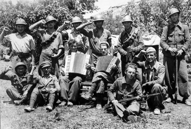 Grupo de brigadistas internacionales (1936-1937). / Fotografía de Juan Pando. Museo Nacional Centro de Arte Reina Sofía.