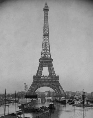 La torre Eiffel. / G. Leyris / BHVP.