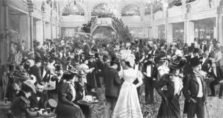 Interior del Folies Bergère (ca. 1900).
