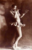 "Joséphine Baker en la producción del Folies Bergère ""Un vent de folie""."