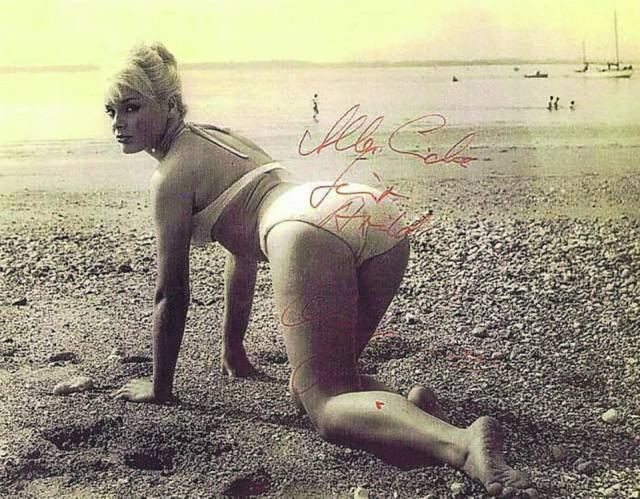 Elke Soomer_bikini