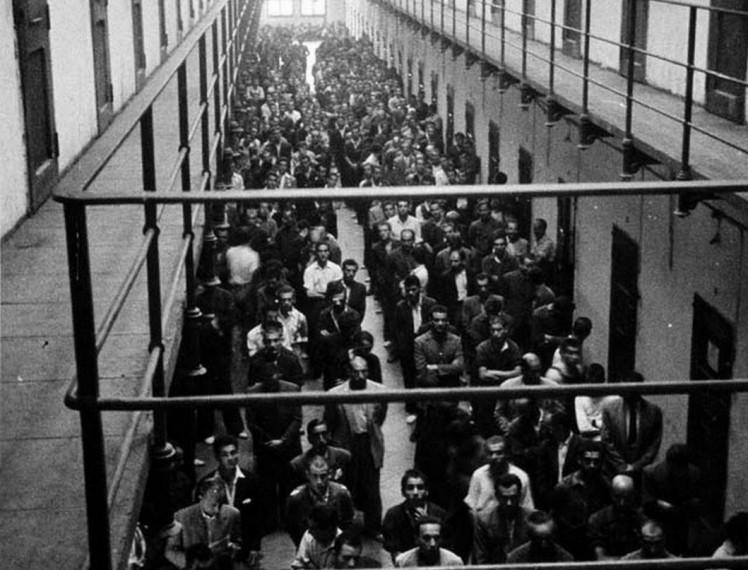 misa-en-galeria-presos-modelo-barcelona-1946