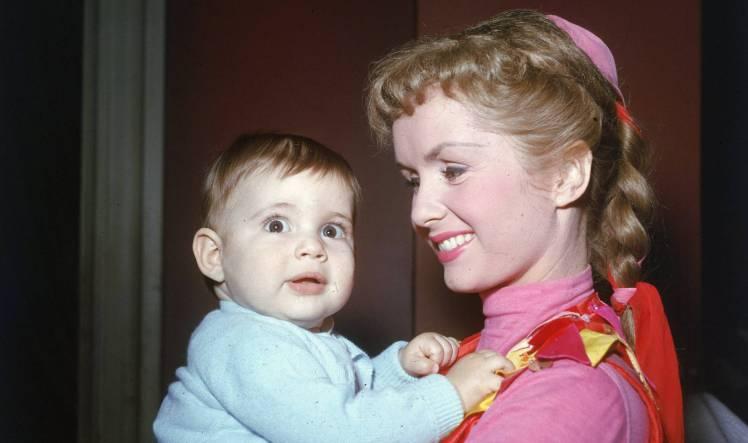 debbie-reynolds-con-su-hija-carrie-fisher-en-una-imagen-de-los-anos-cincuenta