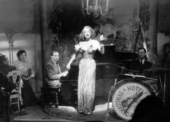 marlene-dietrich-y-friedrich-hollaender-en-a-foreign-affair-1948