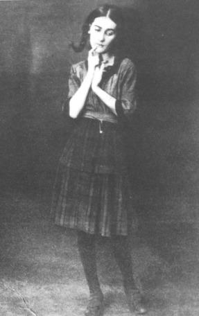 Blandine Ebinger interpretando las Lieder eines armen...